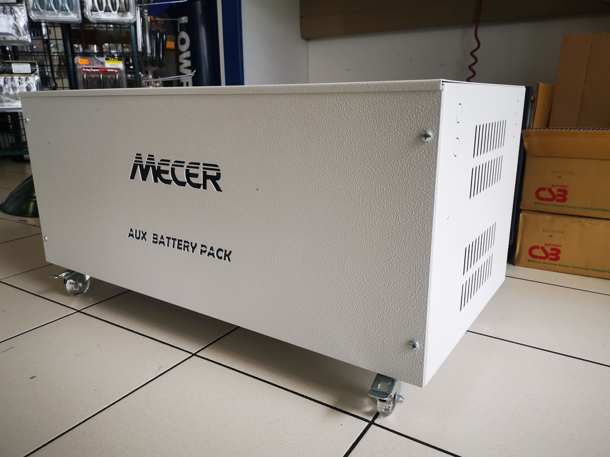 Mecer Auxiliary Battery Pack for 4 x Batteries